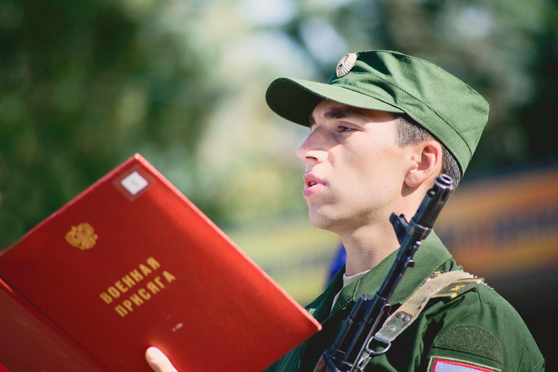 8 августа священник Димитрий Дружинин благословил принимавших воинскую присягу учащихся военного учебного центра при Национальном исследовательском Московском государственном строительном университете в Мытищах