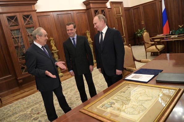 В ходе встрече с Президентом РФ В.В. Путиным М.Ш. Шаймиев рассказал о работе по воссозданию собора Казанской иконы Божией Матери