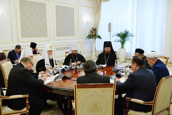 Религиозное образование защищает от псевдорелигиозного экстремизма, — Патриарх