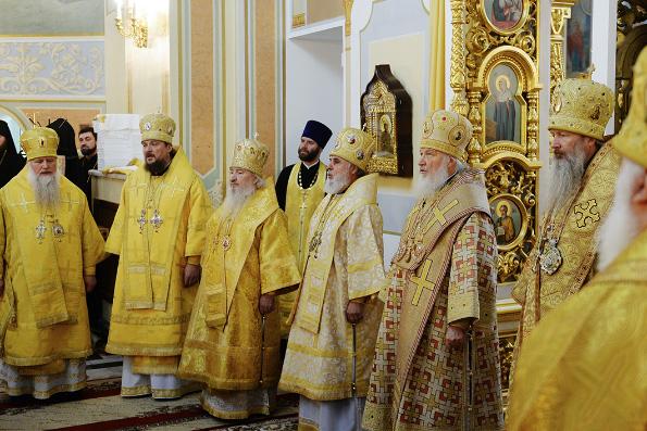 Митрополит Феофан сослужил Святейшему Патриарху Кириллу за Литургией в Михайловском кафедральном соборе Ижевска