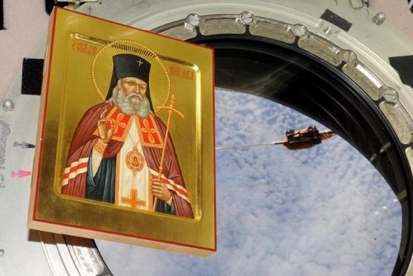 Икону Луки Крымского, около 700 раз облетевшую Землю, принесли в Новоспасский монастырь
