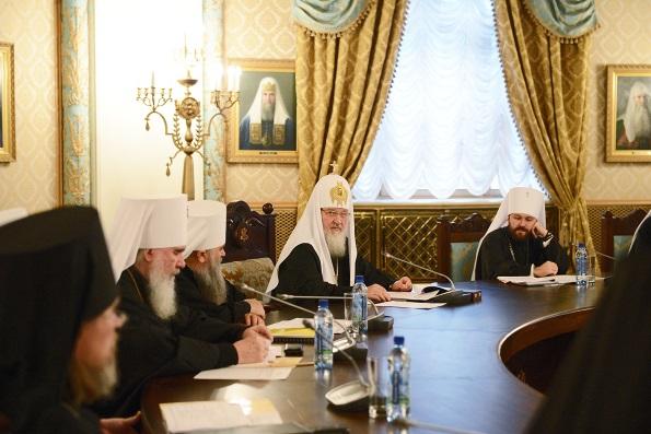 Патриарх призвал священнослужителей воспитывать в людях неприятие революций