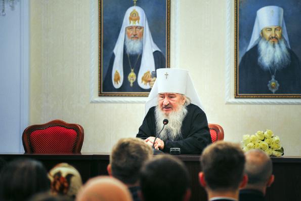 Глава Татарстанской митрополии встретился с участниками Международного форума православной молодежи