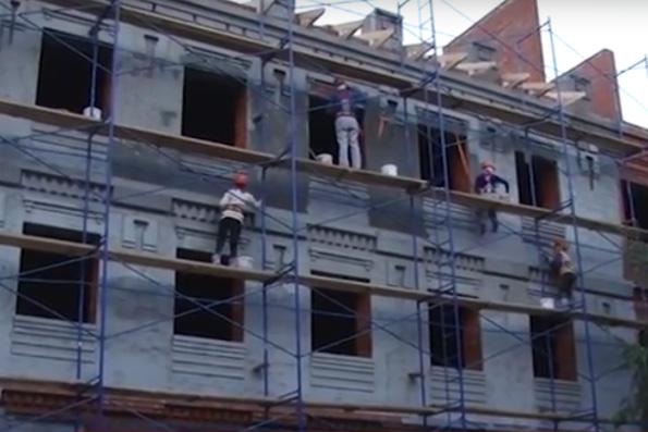 В Альметьевске началась отделка фасада строящейся православной гимназии