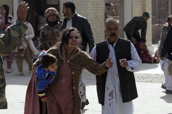Не менее 8 человек погибли при атаке террористов на храм в Пакистане