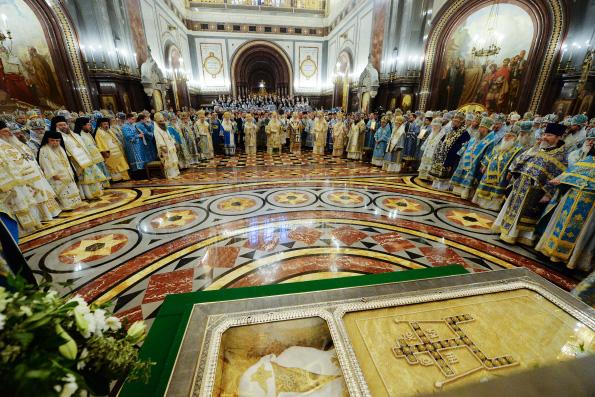 В день 100-летия интронизации святителя Тихона, Патриарха Московского, в Храме Христа Спасителя состоялось торжественное богослужение