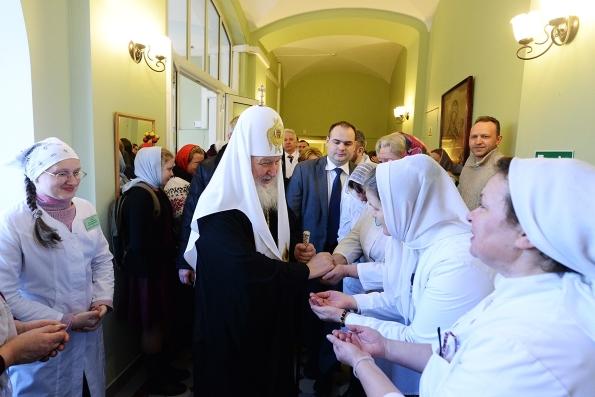 На деньги, собранные вместо покупки цветов Патриарху, приобрели медоборудование