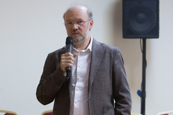 Любой религиозный конфликт можно разрешить только в каноническом поле, – Александр Щипков