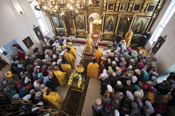 Митрополит Феофан возглавил престольный праздник в Никольском храме Зеленодольска