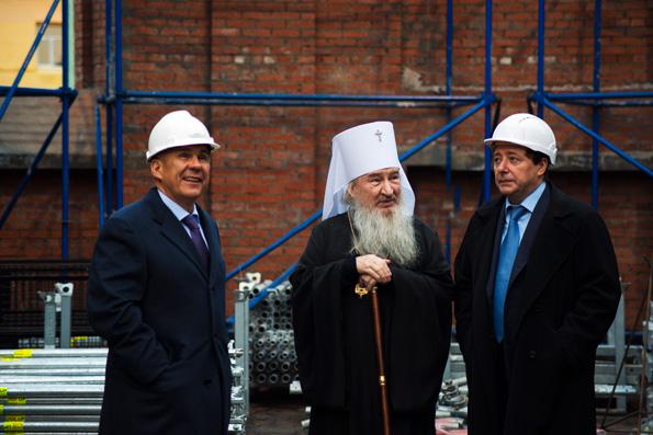 Митрополит Феофан ознакомил вице-премьера РФ А.Г. Хлопонина с ходом возрождения Казанского собора