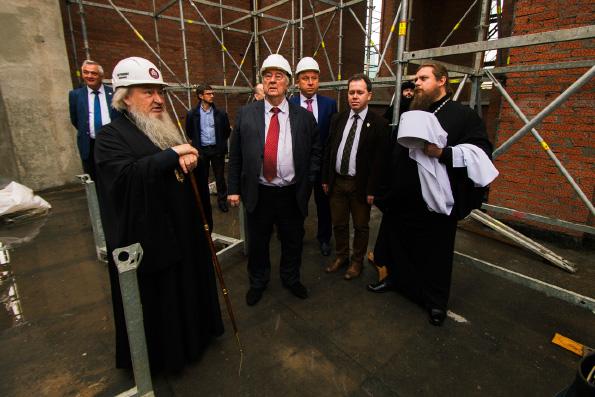 Митрополит Феофан ознакомил членов Изборского клуба с возведением Казанского собора