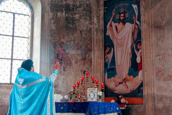 В храме села Поповка возобновилась литургическая жизнь
