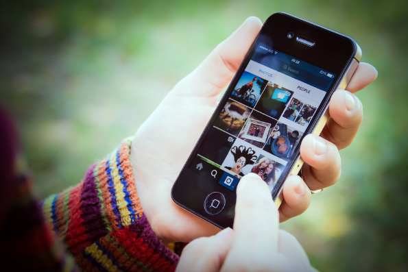 Чем опасна лента в социальных сетях