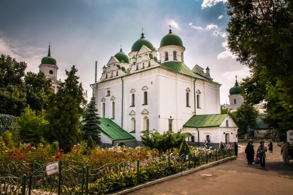 Украинские СМИ рассказали о передаче Патриарху Константинопольскому Варфоломею храмов и монастырей