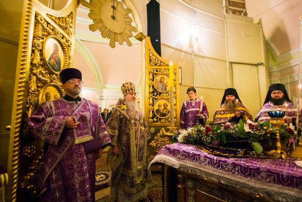 В канун Недели Крестопоклонной митрополит Феофан возглавил всенощное бдение в Казанско-Богородицком монастыре