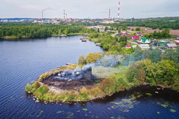 Власти  планируют восстановить сгоревшую древнюю церковь