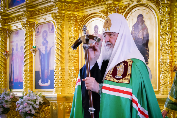Патриарх Кирилл: Самый скромный человек, стоящий в уголке храма, может быть выше к Богу, чем уважаемый духовник
