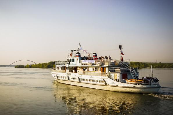 Корабль-церковь совершает миссионерскую поездку по Оби