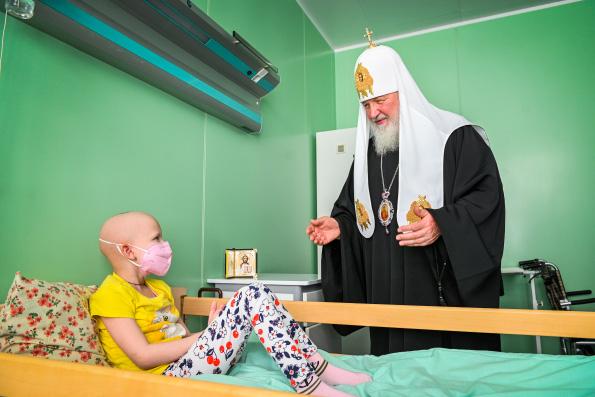 Патриарх Кирилл навестил детей в онкогематологическом центре Брянской областной детской больницы