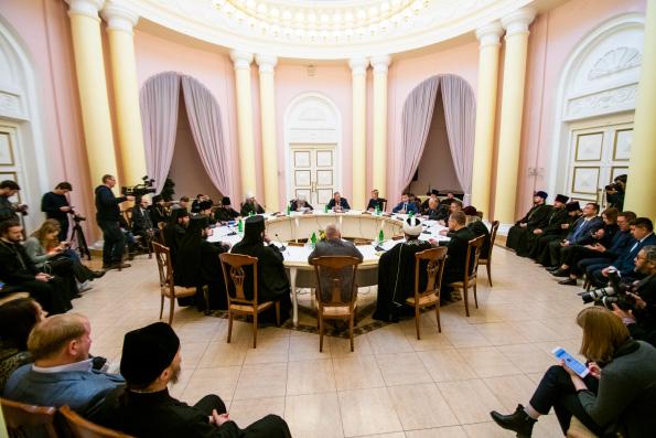 В рамках IV Форума православной общественности Татарстана состоялся круглый стол, посвященный вопросам межрелигиозного сотрудничества