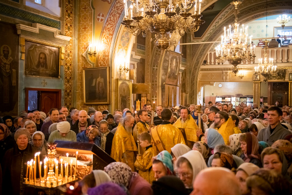 Священный Синод Русской Церкви постановил не совершать молебны до окончания Божественной литургии