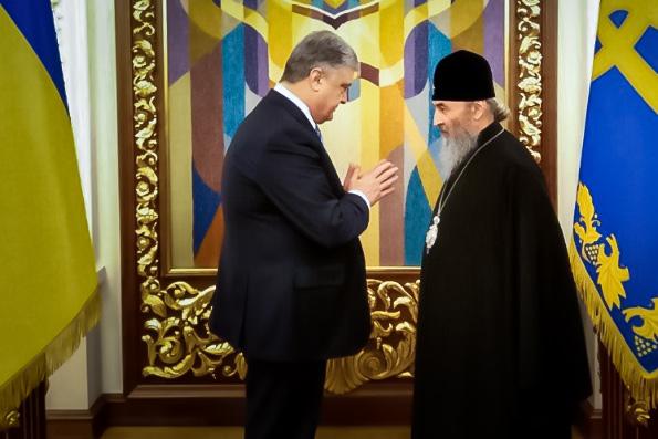 Митрополит Онуфрий попросил Петра Порошенко защитить от радикалов храмы Украинской Православной Церкви