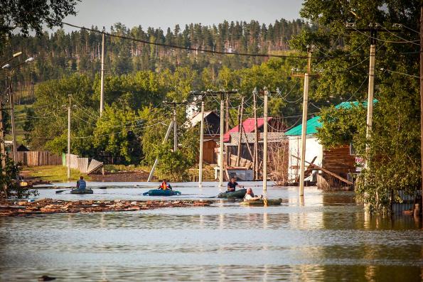 Наводнение в Иркутске: Церковь доставит пострадавшим воду, хлеб и иную гуманитарную помощь