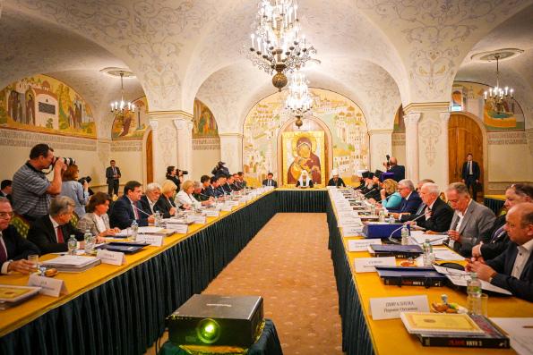 Патриарх Кирилл: Торжества в честь Александра Невского должны вдохновить современников на жизнь по заповедям