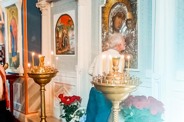 Перед мироточащей в Москве Казанской иконой Богородицы весь октябрь будут служить акафисты