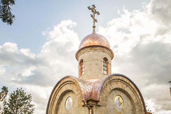 В Кемерове на месте снесенного после пожара торгового центра «Зимняя вишня» освящена часовня