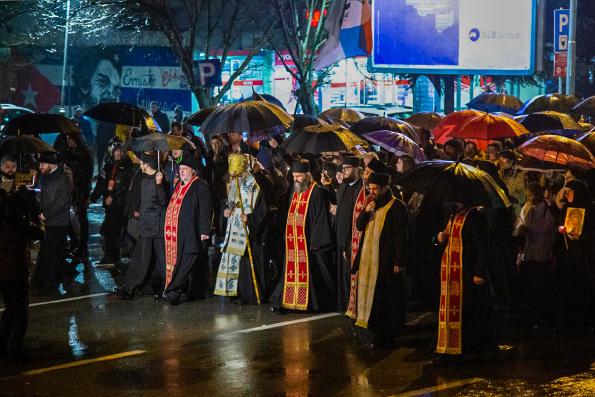 Около пятидесяти тысяч верующих Черногории вышли на ночное молитвенное стояние