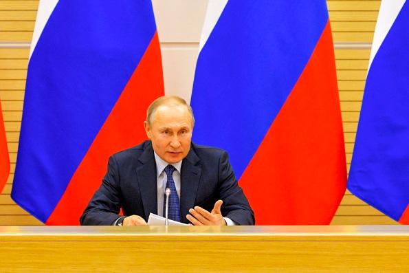 Владимир Путин пообещал, что пока он — Президент, в России не узаконят однополые семьи