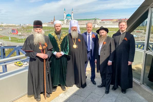 Глава Татарстанской митрополии присутствовал на Параде Победы в столице республики