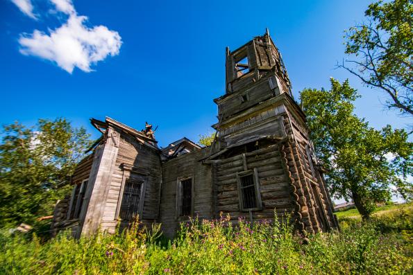 Около семи тысяч храмов нуждаются в спасении от полного разрушения, сообщили в Церкви