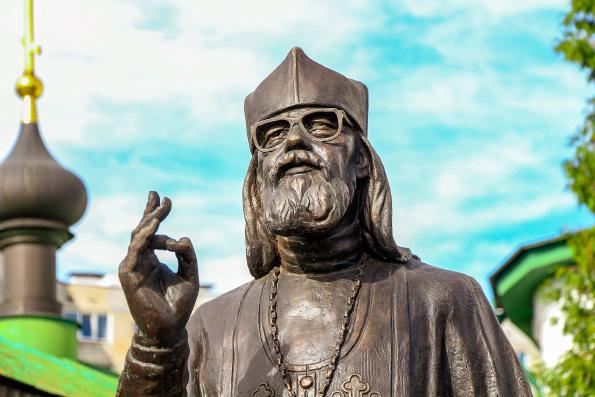 В Орле открыли первый в России памятник архимандриту Иоанну (Крестьянкину)